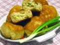 Жаренные пирожки с зеленым луком и яйцом