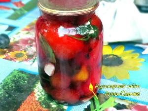 Закатываем помидоры со сливами