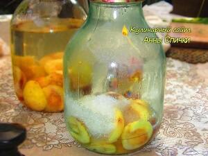Как варить компот из персиков - шаг 2