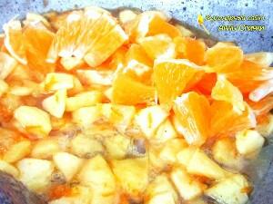 Карамелизируем фрукты