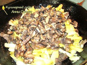 Как жарить картошку с грибами - шаг 2