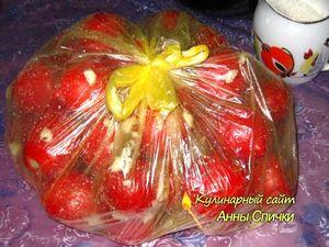 Как приготовить соленые помидоры с чесноком - шаг 2