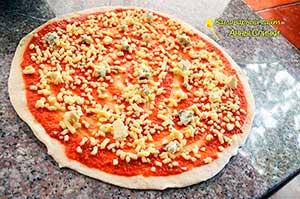 Как приготовить пиццу 4 сыра - шаг 5