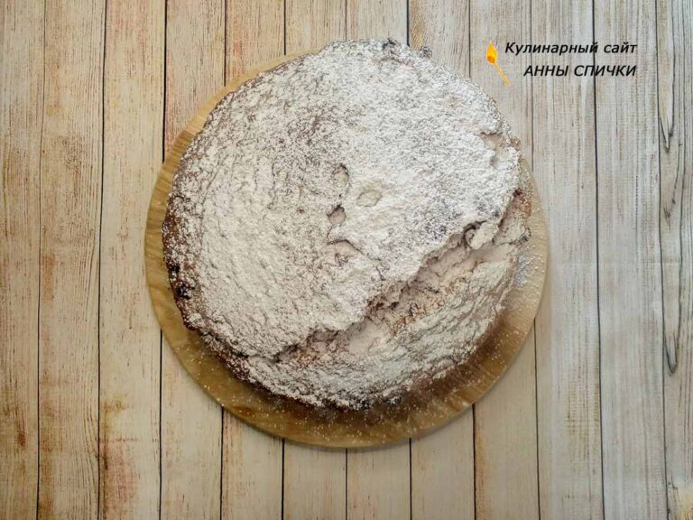 Кекс с изюмом в круглой форме