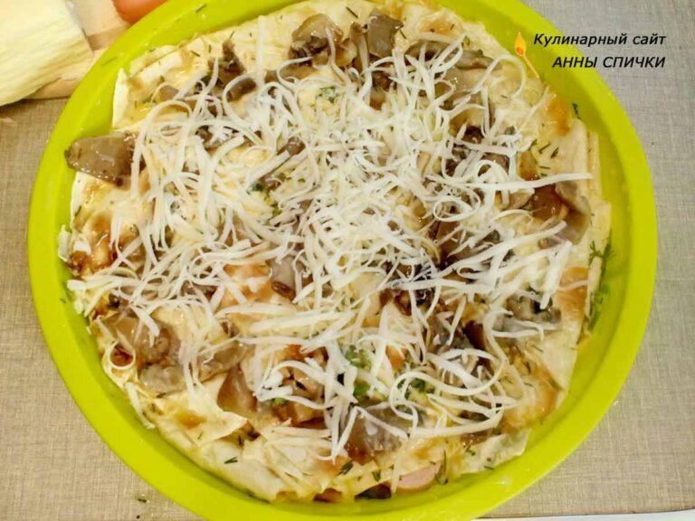 Рваный пирог из лаваша с сыром и грибами
