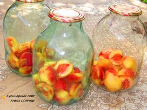 Очищаем персики