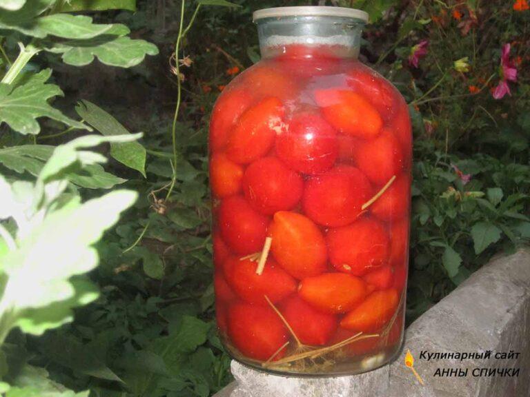 Вкусные квашеные помидоры с чесноком и зеленью