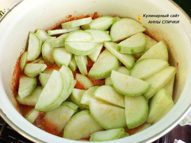Консервированные кабачки в томате с чесноком