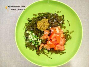 Салат из морской капусты с зеленым луком