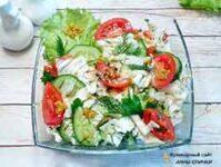 Салат из пеекинской капусты с французской горчицей и овощами