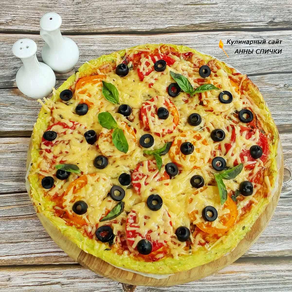 Кабачковая пицца с помидорами и сыром