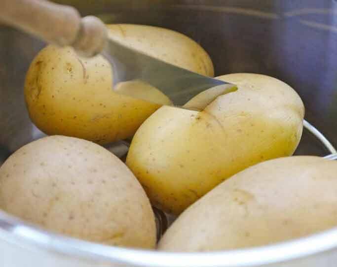 Проверяйте готовность картофеля ножом