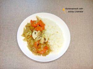 Карп запеченный в духовке с рисом, луком, морковью и грибами