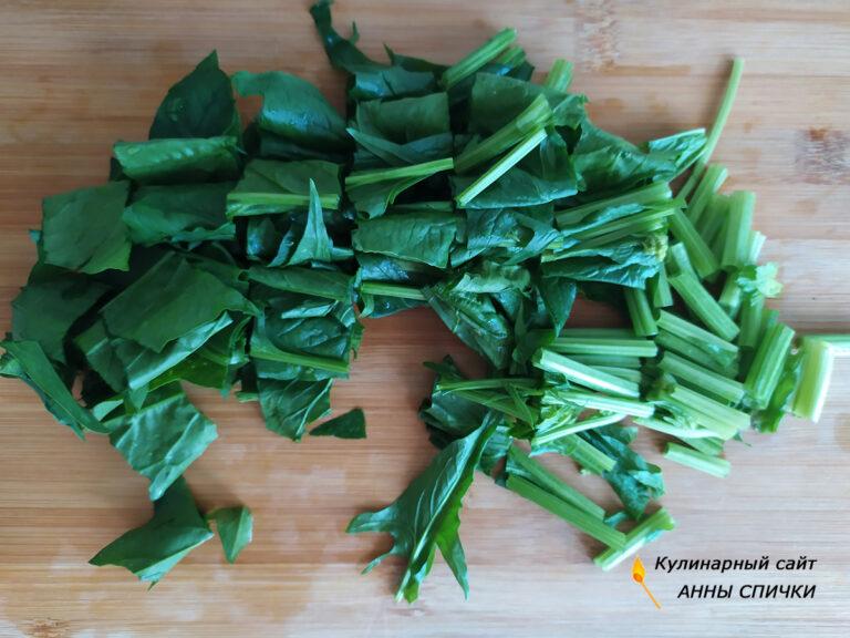 Нарезаем шпинат