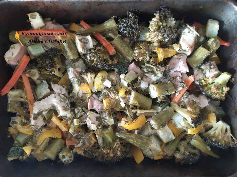 Запекаем овощи с курицей в духовке