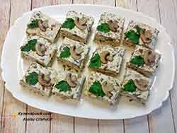 Заксочные пирожные из куриного фарша с грибами и сыром