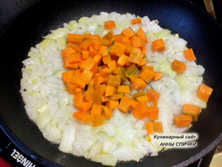 Готовим рис с болгарским перцем, луком и морковью