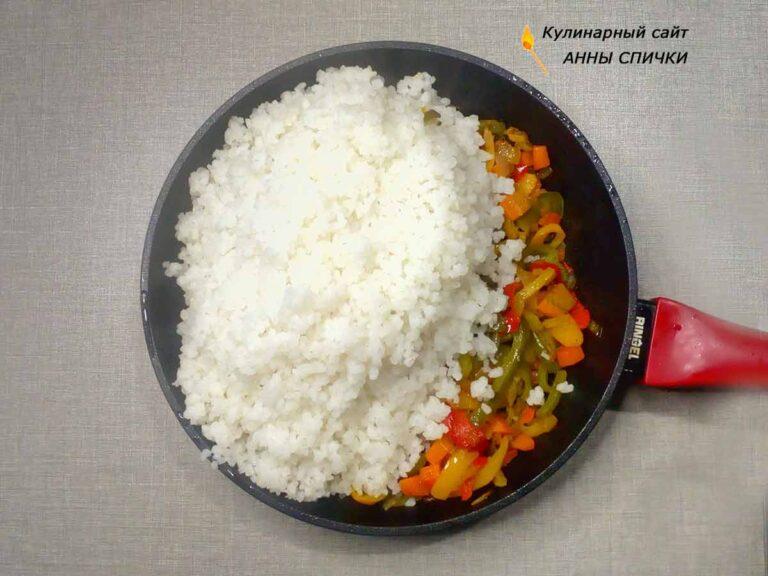 Рис с болгарским перцем на сковороде