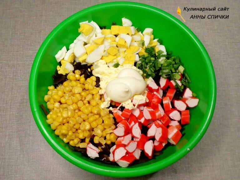 Готовим салат из морской капусты и крабовых палочек