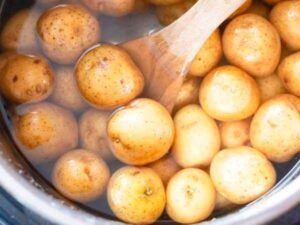 В какой воде варить картошку в мундирах