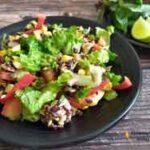 Легкий овощной ПП салат с курицей, авокадо и черным рисом