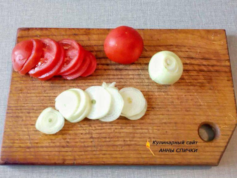 Скумбрия в духовке с помидорами и луком