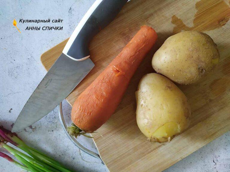 Варим картофель и морковь